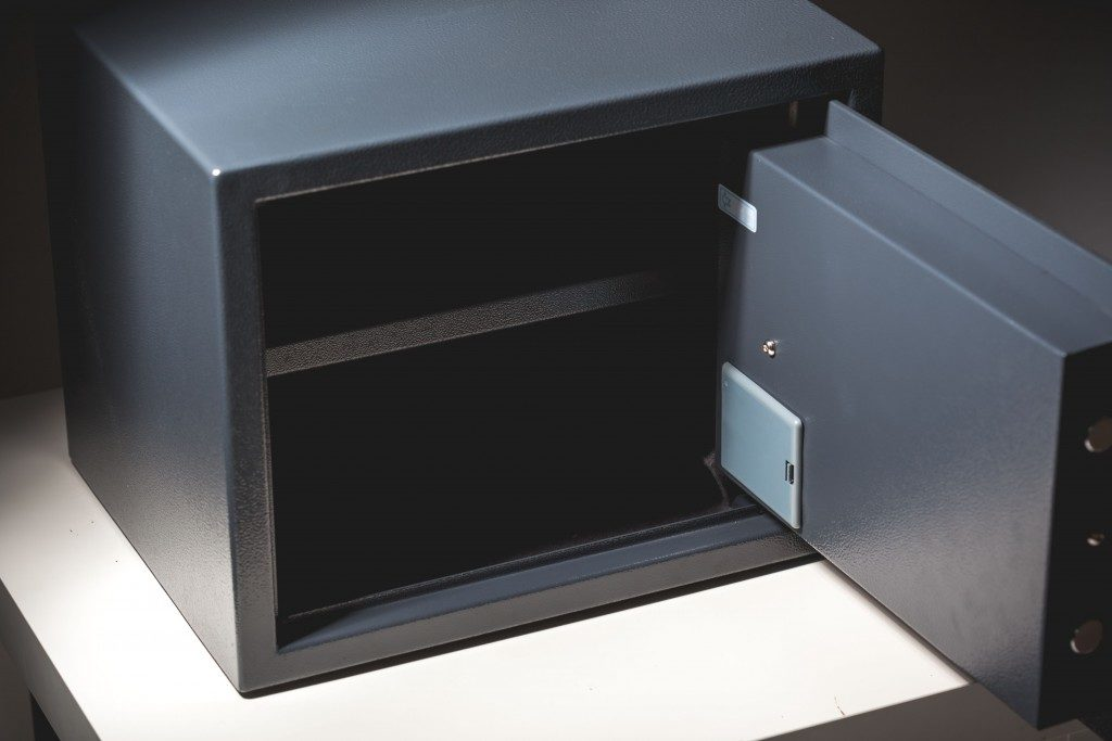 Safe box with electronic lock